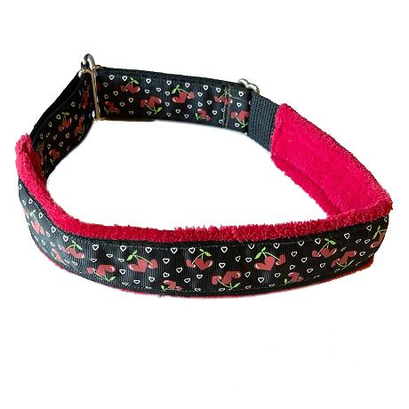 Fluff Collar Cherry Hearts Collar